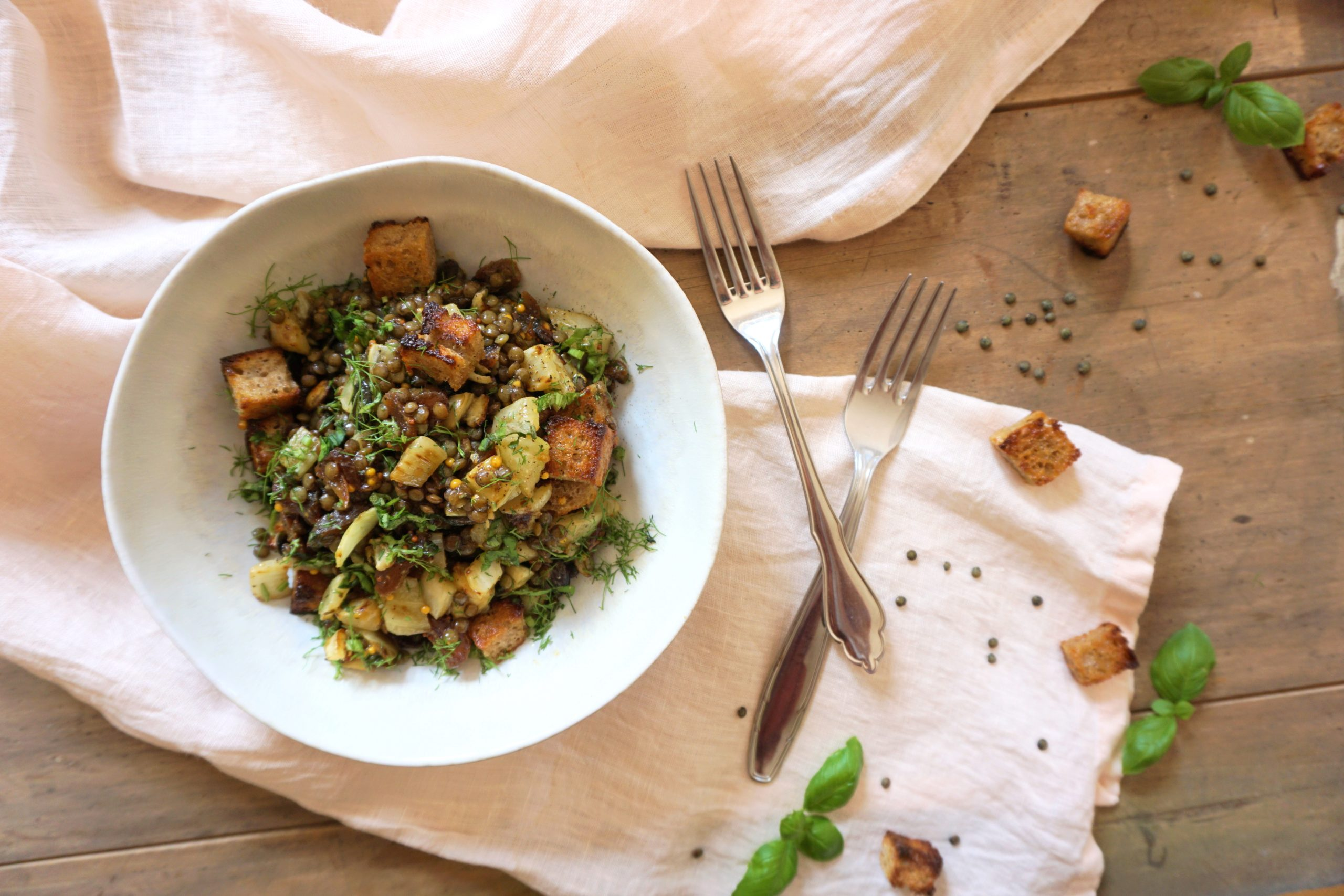 Fenchel-Brot-Salat mit grünen Linsen