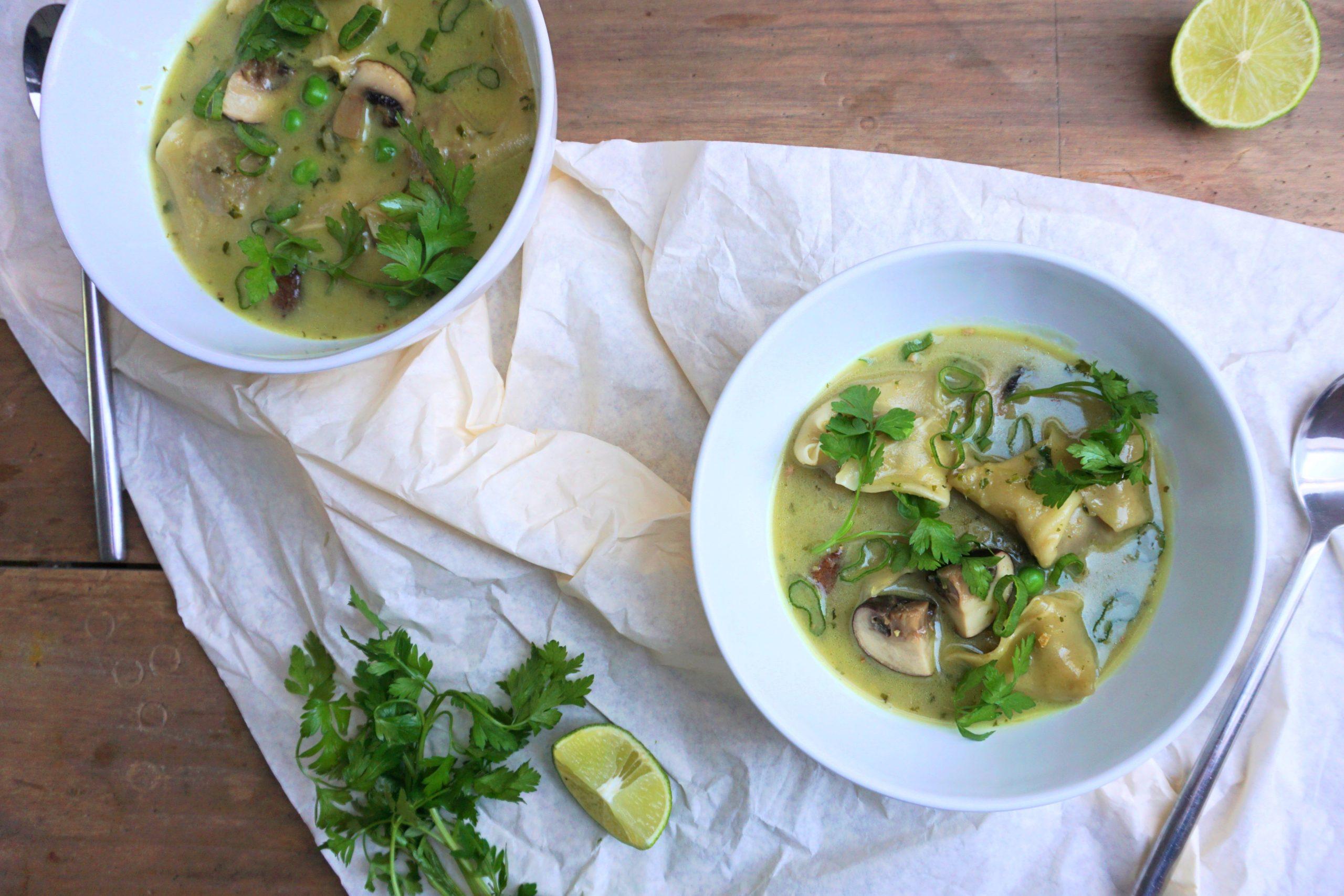 Wantans in grüner Kokoscurrysuppe